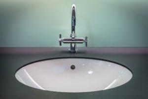 bathroom-1851566_1920.jpg
